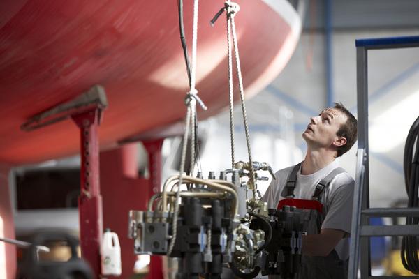 Nieuwe geïntegreerde cao HISWA en SZS: Bedrijven watersportindustrie en zeilmakerij nu onder één cao