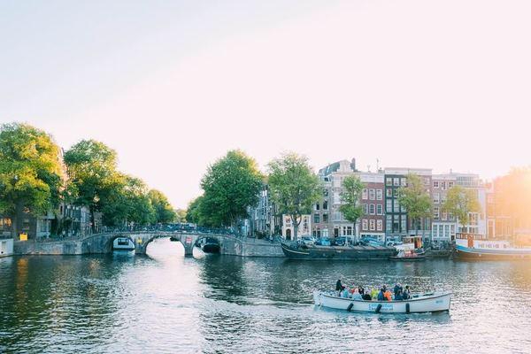 Symposium emissieloos varen in Amsterdam voor jachthavens