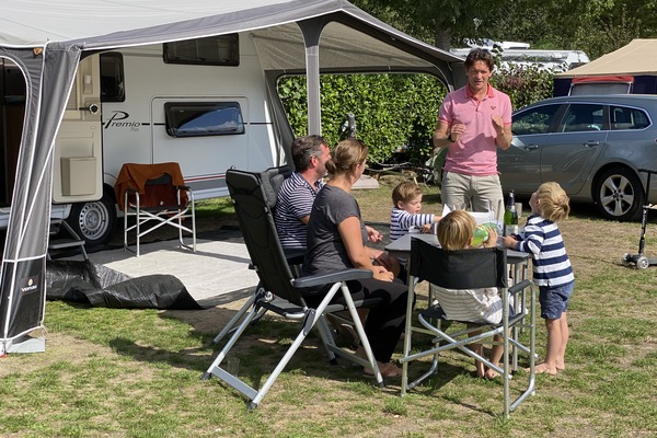 Nieuw tv-programma laat nieuwkomers kennismaken met kamperen