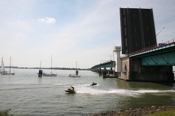 Onacceptabele situatie door werkzaamheden Haringvlietbrug
